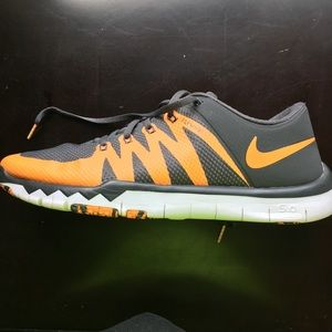 Nike Tennessee Shoes!!! Size 10.5 Like New